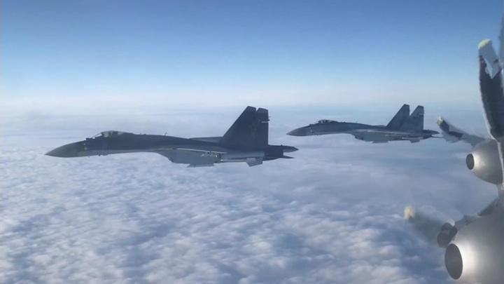 Российские стратеги и истребители пролетели над тремя морями