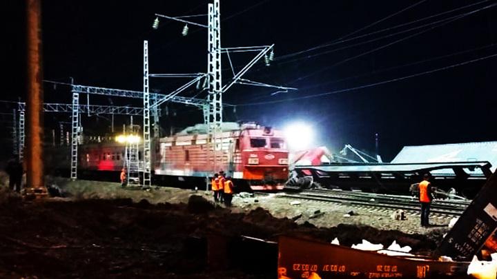 В Приамурье на месте схода 14 вагонов частично восстановлено движение