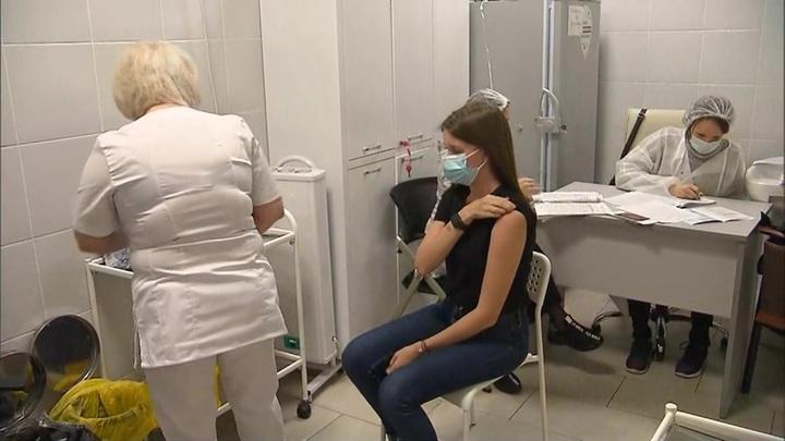 Крымчане начали массово вакцинироваться от COVID-19