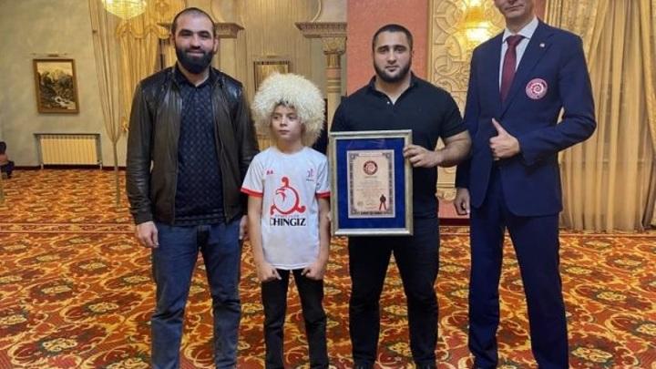 11-летний мальчик из Ингушетии установил мировой рекорд по удержанию планки