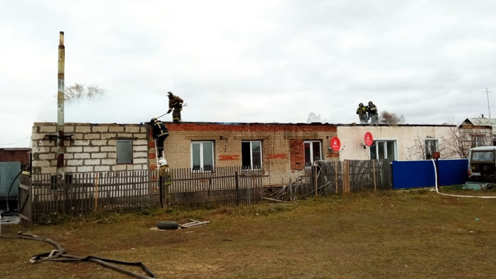 После гибели ребенка при пожаре под Новосибирском возбуждено дело