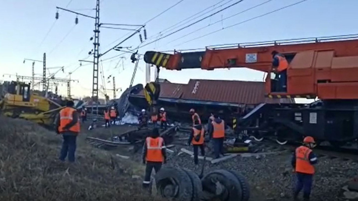 Из-за аварии на станции Ледяная задерживаются 5 пассажирских поездов