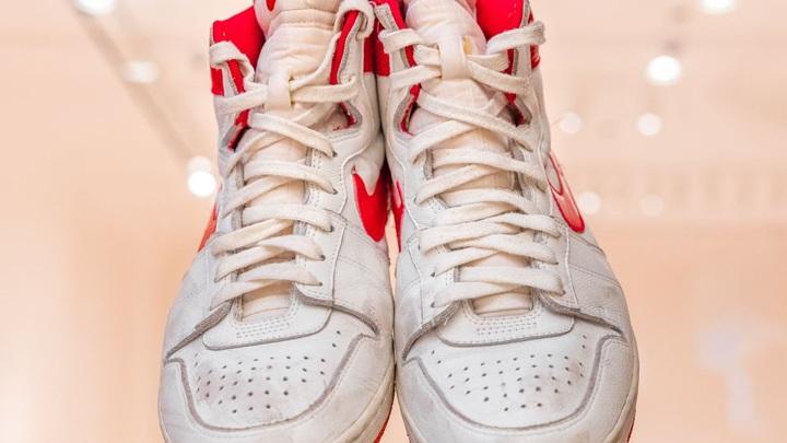 """""""Специальные"""" кроссовки Майкла Джордана проданы за рекордную сумму"""
