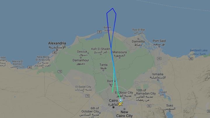 Экипаж самолета EgyptAir подал сигнал бедствия по пути в Москву