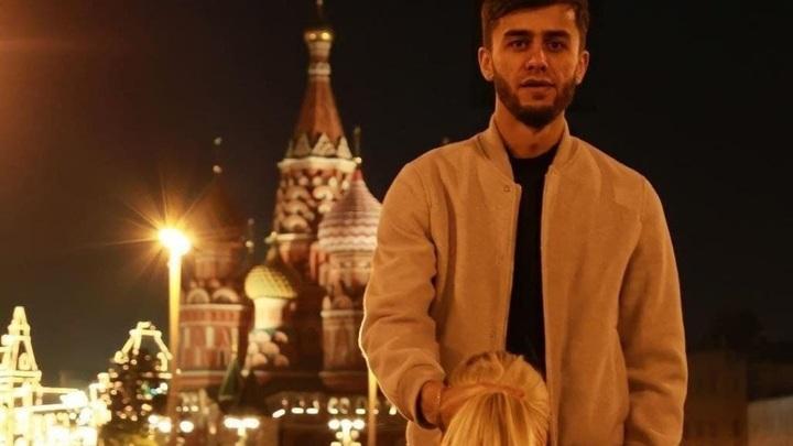 Блогеру Бобиеву светит 10 месяцев тюрьмы за фото на фоне храма