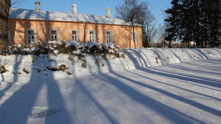 МЕЛИХОВО. Главный дом музея-усадьбы, с которого и началось знакомство участников конкурса с жизнью обитателей Мелихово.