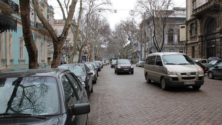 Одесса, Пушкинская улица. Впереди – Филармония.