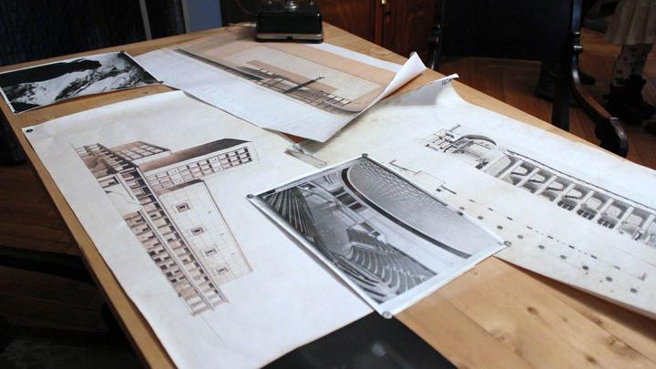 """У рабочего стола-чертежной доски Мейерхольда, отдельная история. А в """"работе"""", проект его будущего театра (ныне концертный зал имени П.Чайковского)."""