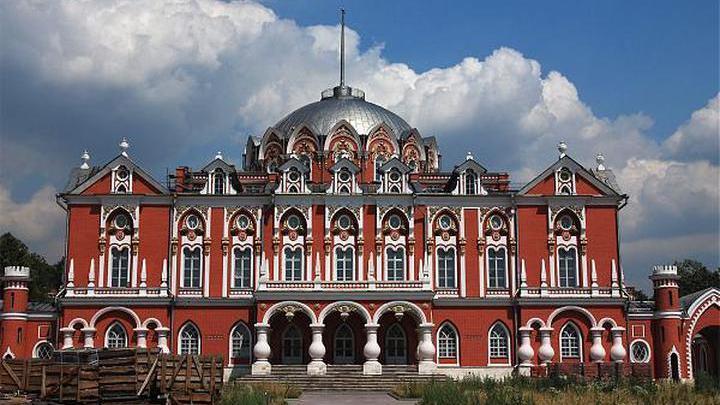 Музей Москвы проведет бесплатные экскурсии по Петровскому путевому дворцу
