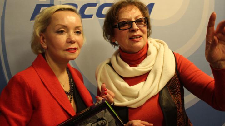 Москва, «Радио России», актрисы Евдокия Германова и Светлана Коркошко перед спектаклем «Фаина»