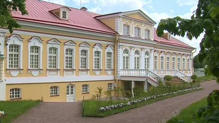 В Петергофе после реставрации открылся Картинный дом